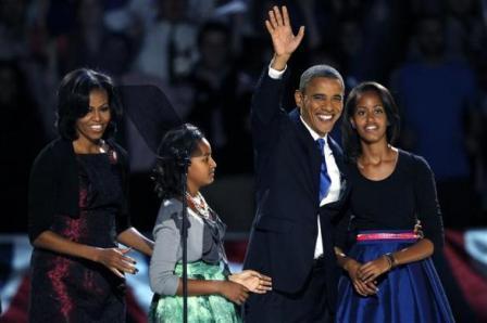 نوشته های جلال و تصویرخانوادگي اوباما پسازماراتن انتخابات 2012