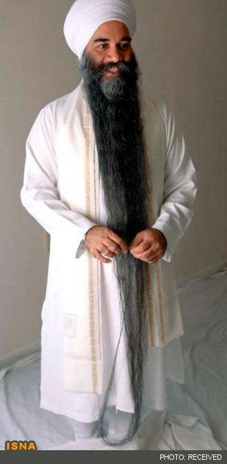 بلندترین ریش جهان گینسی شد یک مرد هندی توانست به دلیل داشتن بلندترین موی ریش جهان در کتاب گینس رکورددار شود.آفتاب: «سروان سینگ» با داشتن موی ریشی به طول 2.37 متر نام خود را به عنوان تنها دارنده بلندترین موی ریش جهان به ثبت رساند. پیش از این یک مرد هندی دیگر توانسته بود در سال 1997 میلادی با داشتن موی ریشی به طول 1.83 متر به این رکورد دست یابد. به گزارش ایسنا به نقل از پایگاه اینترنتی ثبت رکوردهای جهانی گینس، «سروان سینگ» در ماه مارس سال 2010 میلادی در رم به این عنوان دست یافت.