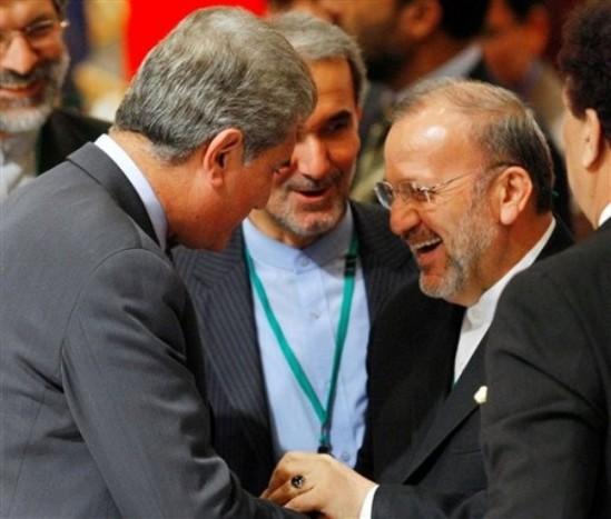 متکی، آخوندزاده و شاهمحمود قریشی در اجلاس توکیو/ عکس: AP